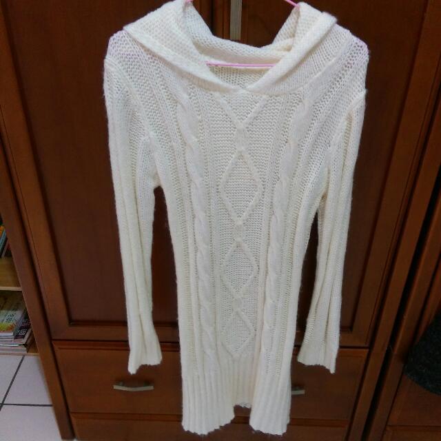 米白色長版連帽針織毛衣