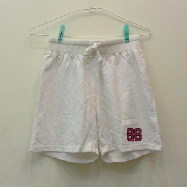 白色休閒運動短褲