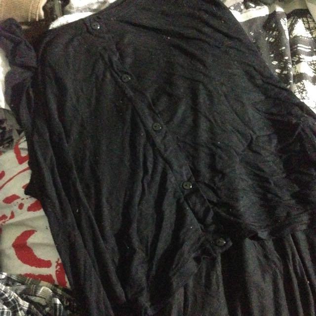 Black, Kinda Cropped Top