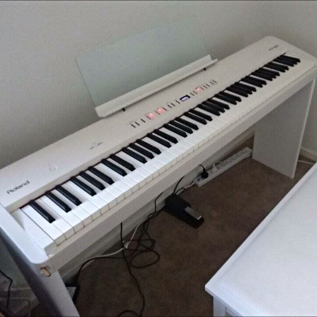**Nearly New** Roland FP-50 digital piano (White)