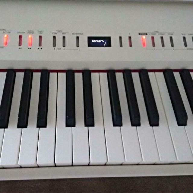 **Nearly New** Roland FP-50 digital piano (White)