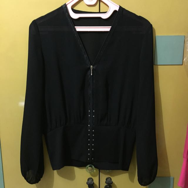 Preloved Black Outer Size M