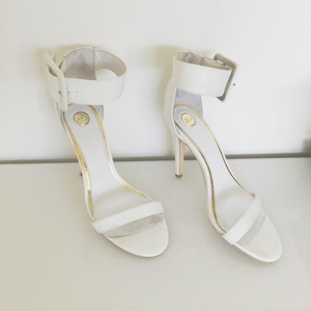Zu Size 7 White Ankle Heel