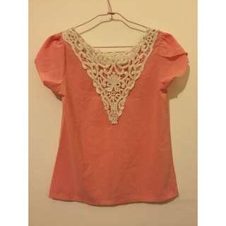 粉橘色蕾絲拼接上衣