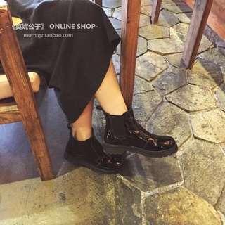 黑色漆皮馬丁鞋