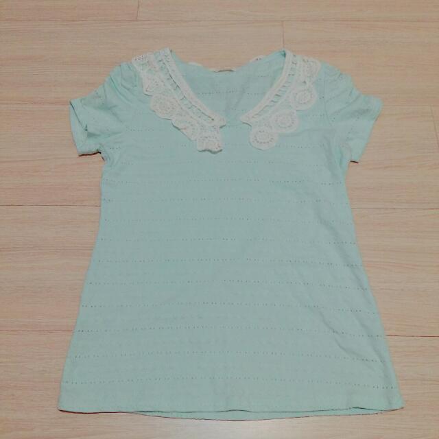 粉藍色蕾絲滾邊短袖上衣