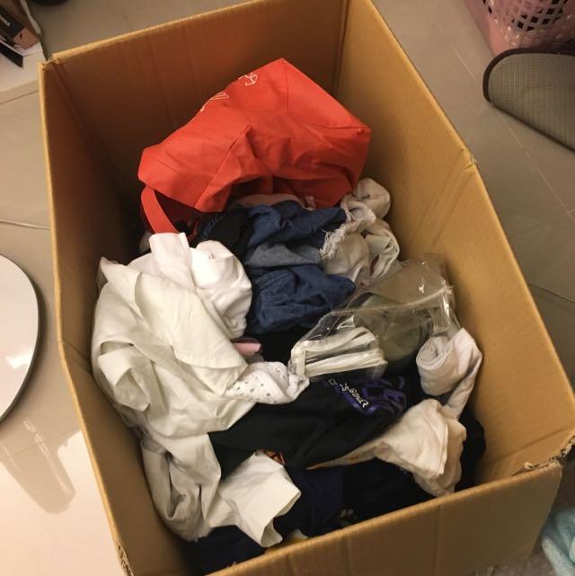 贈送 運費70自付 三-四件衣服 隨機搭配