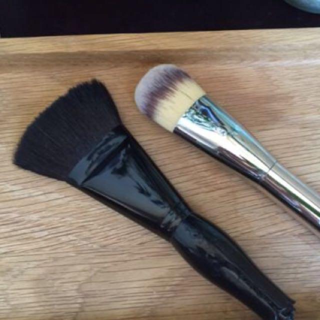 It Cosmetics & Anna Sui