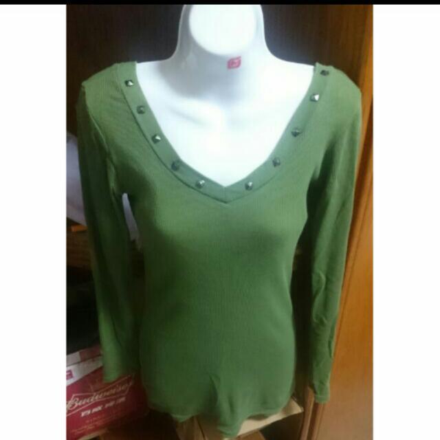 軍綠鉚釘v領長版上衣