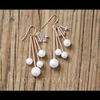 一款很美帶流行元素的棉花珍珠水晶柱耳環 免費改夾式耳環