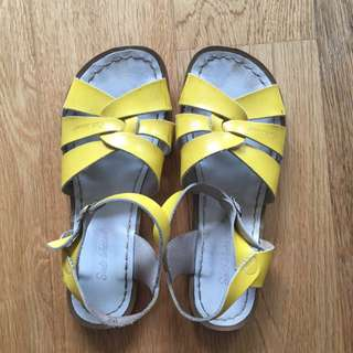 Yellow Saltwaters Size 8