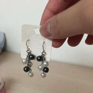黑白珍珠穿插整串耳環