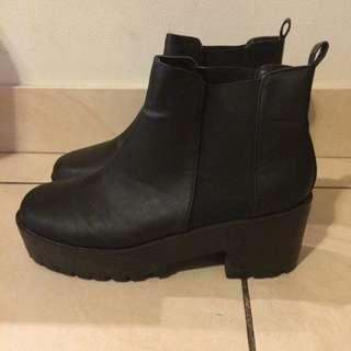 Boohoo Boots (Size 8/41)