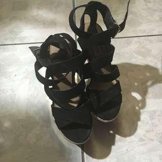 Steve Madden黑色麂皮綁帶露趾楔型鞋