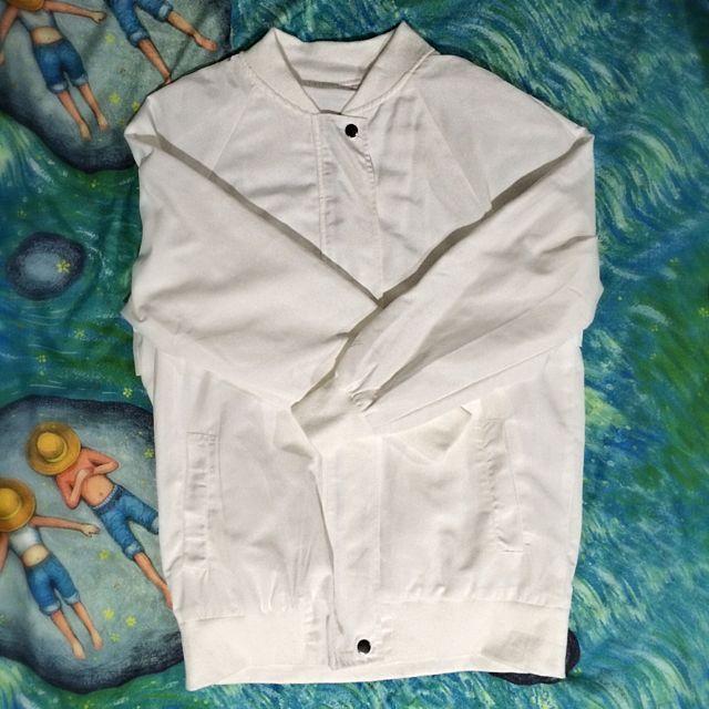 白色長版風衣薄外套