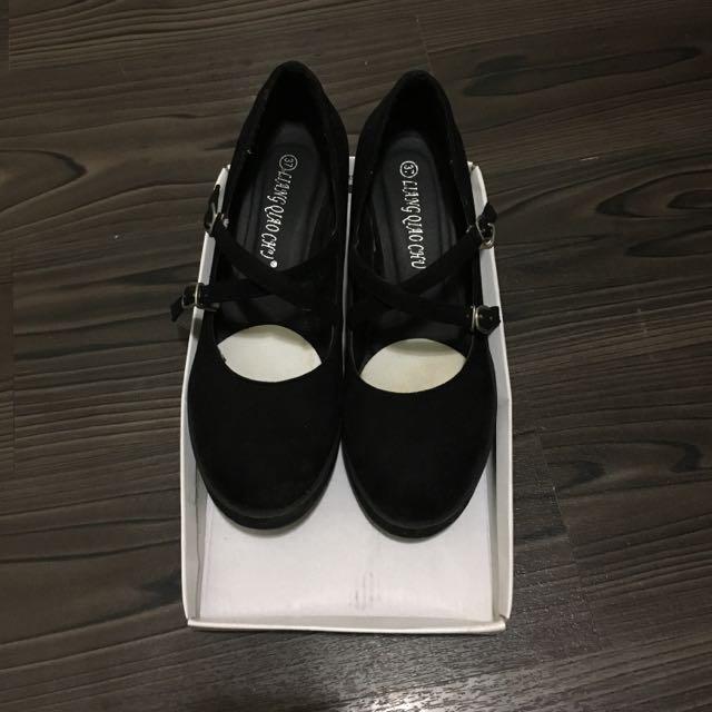 甜美黑色厚底交叉楔型鞋
