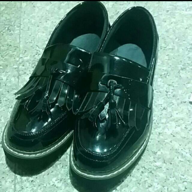 純黑亮皮流蘇鞋 24.5/39號