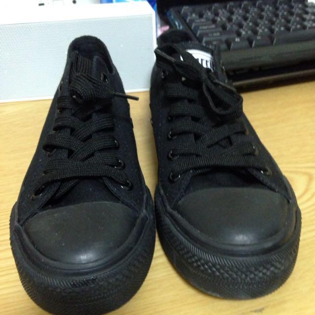 降價黑色帆布鞋 ~極新