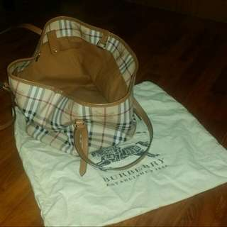 Burberry Bag Comes With Pouch