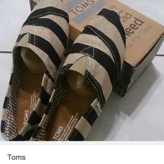 Toms降