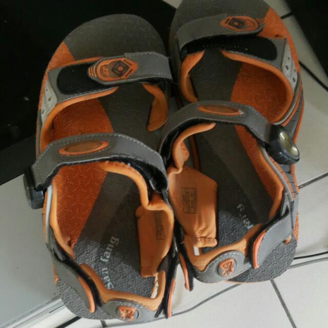 磁扣式涼鞋