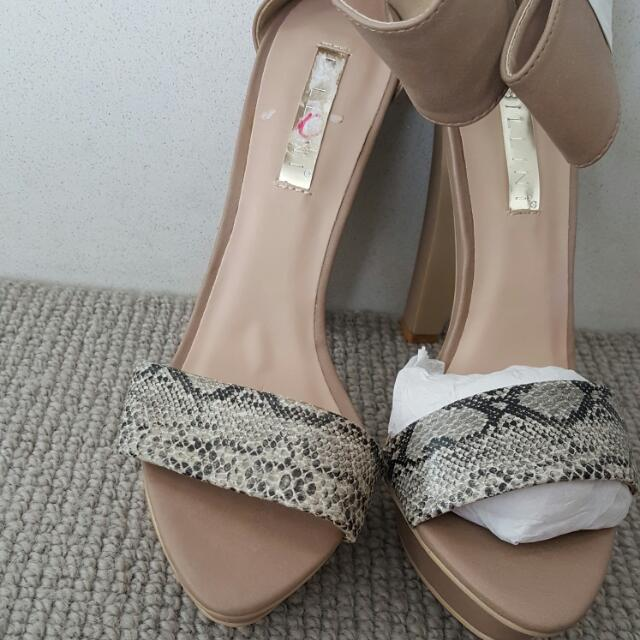 Beige Sandals With Black And White Print. Size 10