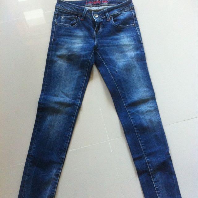 Jeans Logo Baru 2 Kali Di Pakai Size M Bisa Di Pakai Untuk S