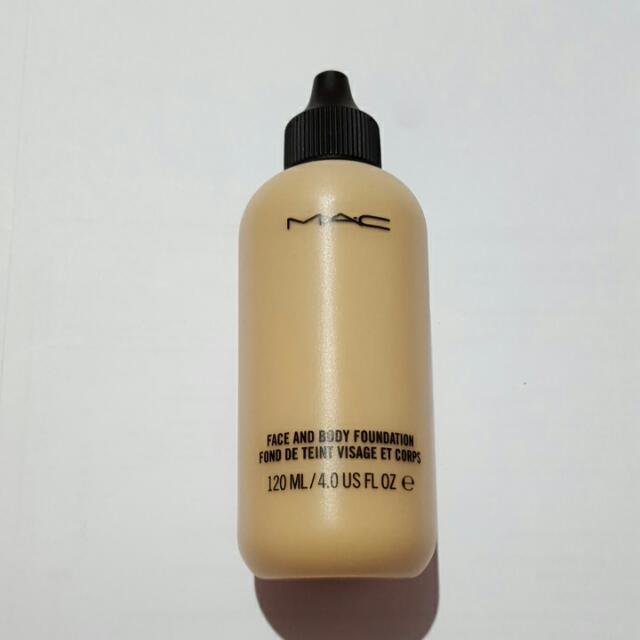 MAC Face & Body Foundation in C1