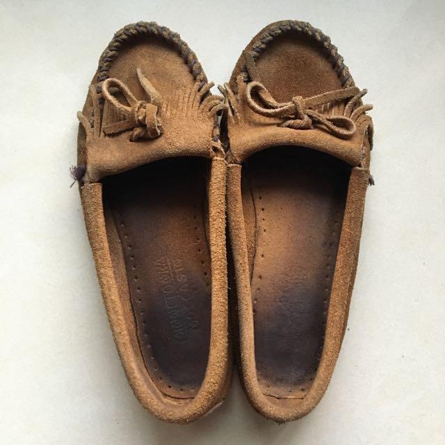 Minnetonka駝色麂皮莫卡辛平底鞋