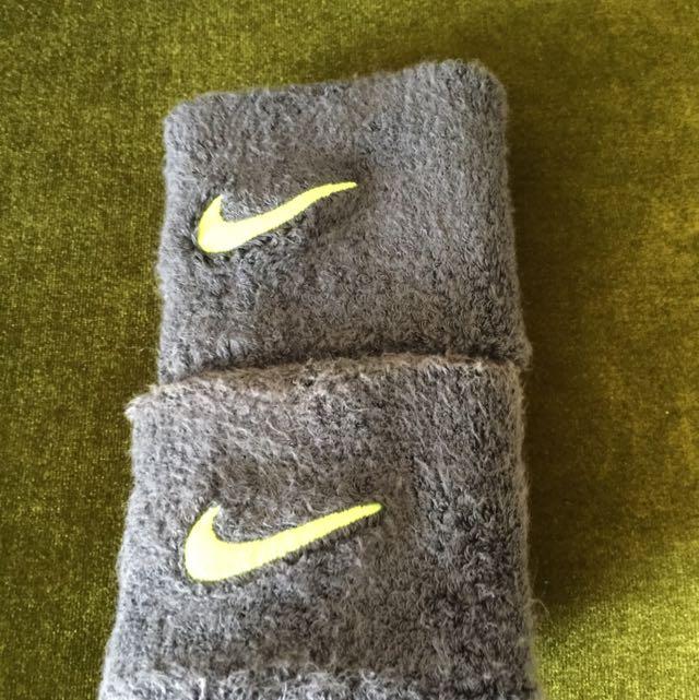 Nike灰色手腕套