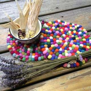 尼泊爾 全手工羊毛氈小球球鍋墊 新発售  露營/野餐/戶外/佈置/手工