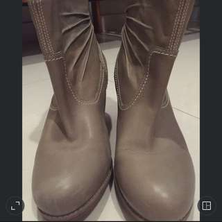 Timberland Women Boots [now reduced]