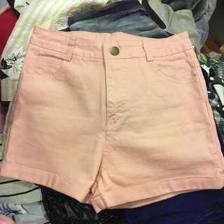粉色牛仔高腰短褲