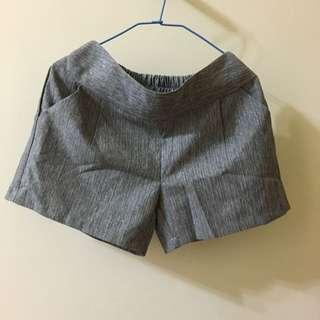 麻灰色短褲