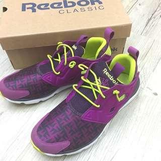 Reebok球鞋