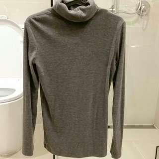 UNIQLO turtleneck heattech size M