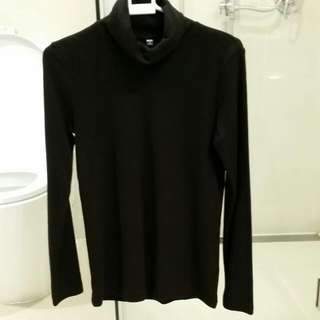UNIQLO turtleneck size M