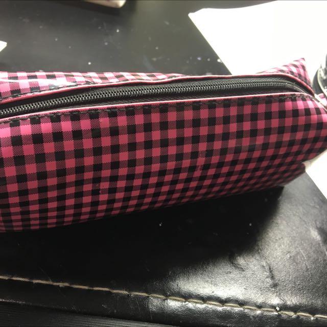 格紋粉色鉛筆盒