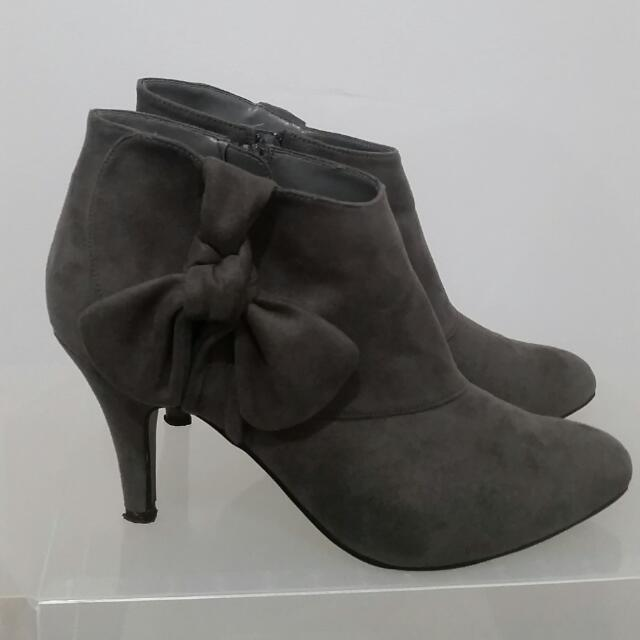 Betts Grey Suede Bow Booties - SIZE 8