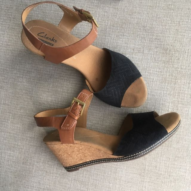 Size 9 Clarks Collections Super Comfy Wedges