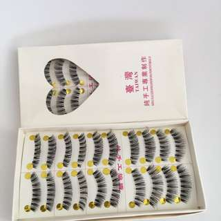 2x Sets Of Lashes