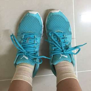 Puma水藍色慢跑鞋