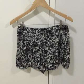 General Pants Alice In The Eve Shorts Size 12