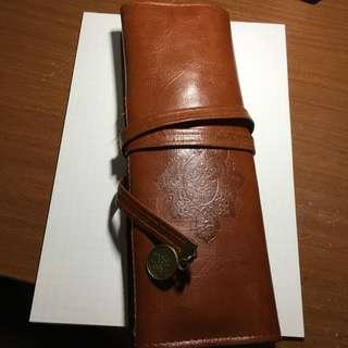 九成新皮革筆袋