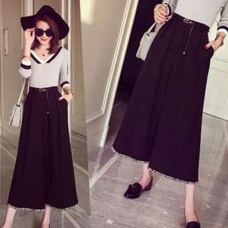 流蘇設計寬鬆褲 價格:$298 材質:棉布 尺寸:長80左右 腰圍70-80  臀圍100左右  腰帶沒有包含
