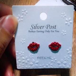 韓幣8,900 正韓 立體 紅唇 耳環