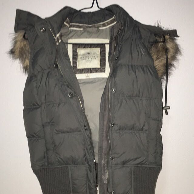 Abercrombie and Fitch sleeveless fur coat 6-8