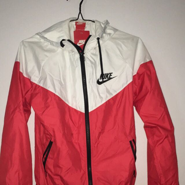 BRAND NEW Nike spray jacket size S