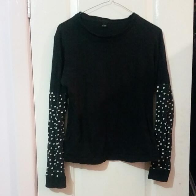 FAT Black Spotty Sleeve Top With Pockets In The Side Size S