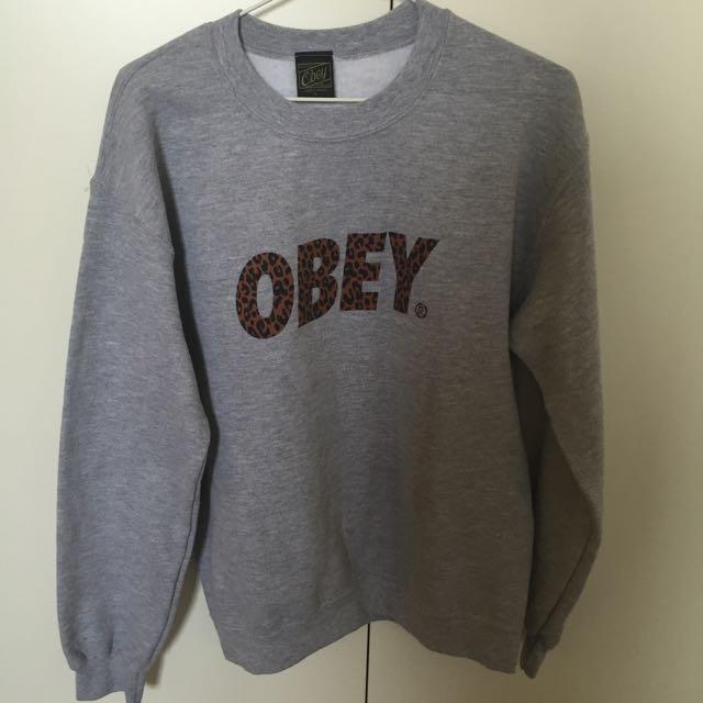 Obey大學tee